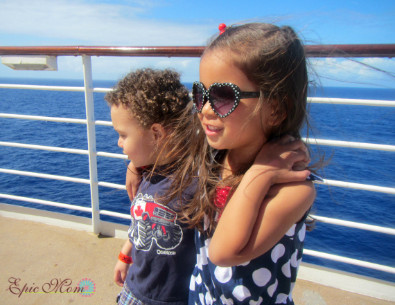 Kid girls beach vacation outfit checklist
